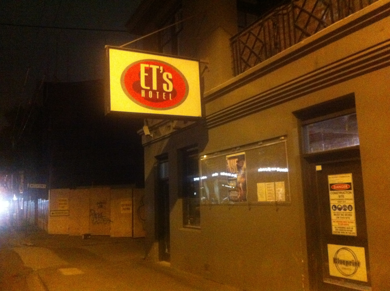 et's gloom hotel in Melbourne - closed down, no more open mic