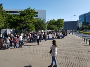 doubling back snaking line up at Nanterre prefecture for people with rendezvous